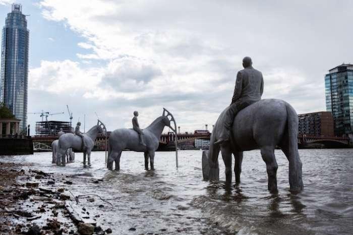«Прилив» - незвичайна скульптурна композиція на дні Темзи (7 фото)
