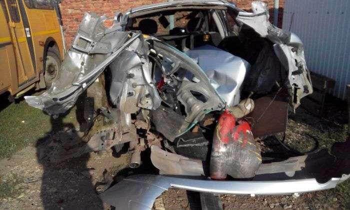 Вибух вуглекислотного вогнегасника в багажнику автомобіля (5 фото)
