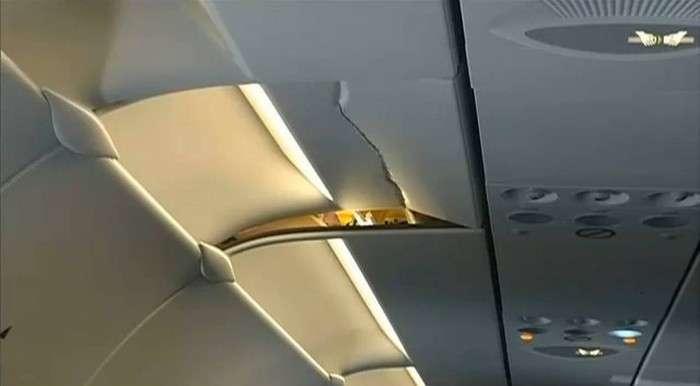 Чому в літаку завжди необхідно пристібатися ременями безпеки (2 фото)