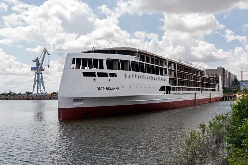 Спущен на воду круизный пассажирский лайнер «Пётр Великий» проекта PV300VD   Интересное
