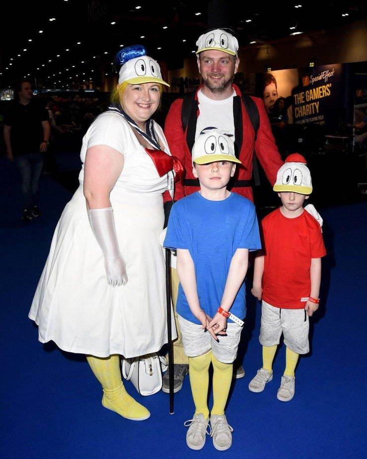 Любители косплея на ежегодной конвенции London Comic Con 2019 2019,comic con,косплей,костюмы,Лондон,персонажи