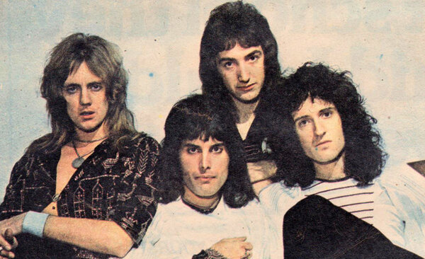 «Мы очень ценная группа; мы нарушаем несколько правил, … дружок». Фредди Меркьюри, 1977 группа, зарубежная