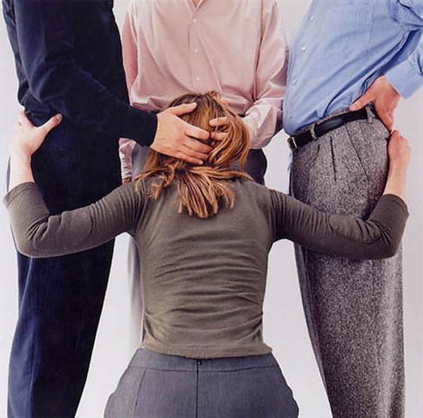 Одетая порнография мастера постановочного фото Эдуара Леве Искусство